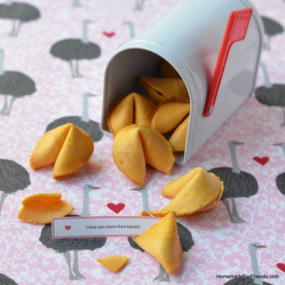 Special delivery! Send a message with your own customized fortune cookies.